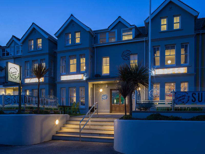 Tommy Jacks Beach Hotel